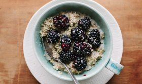 steel cut oats with blackberries and hemp seeds 940x560
